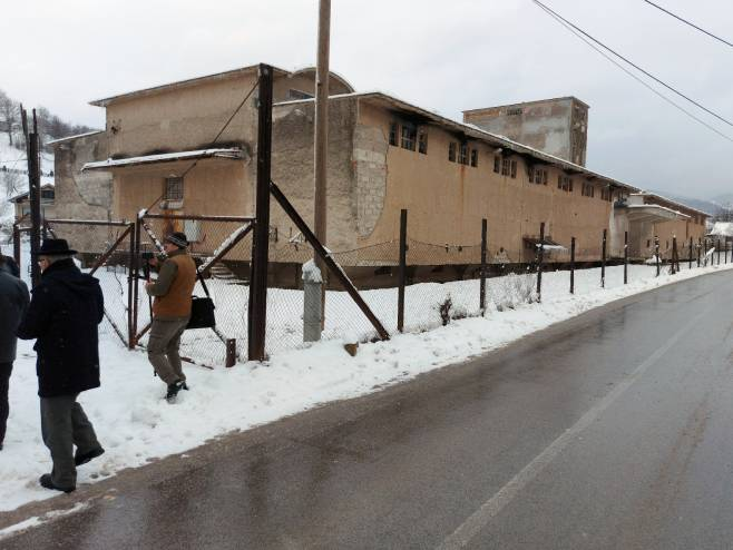 "Прва комеморација испред концентрационог логора ""Силос"" у Тарчину (Фото: СРНА)"