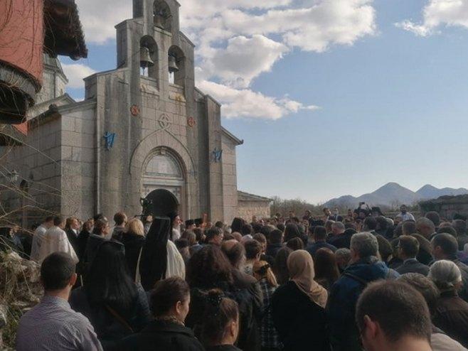 Litija stigla u manastir Tvrdoš (foto:atvbl.com)