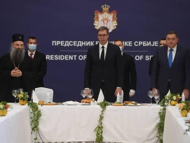 Patrijarh Porfirije, Aleksandar Vučić i Milorad Dodik (Foto: instagram.com/ buducnostsrbijeav) -