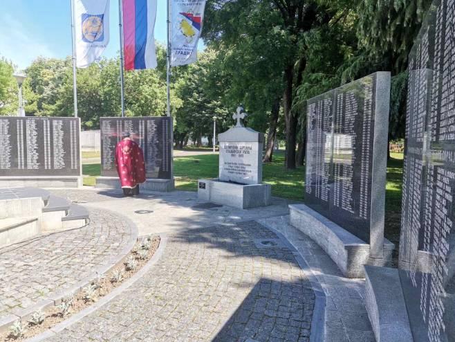 Градишка:Парастос погинулим борцима