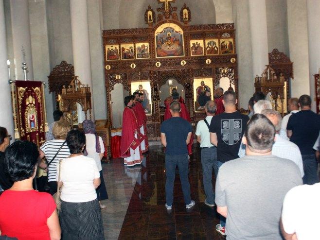 Литургија у манастиру Светог великомученика кнеза Лазара, Дуга Њива
