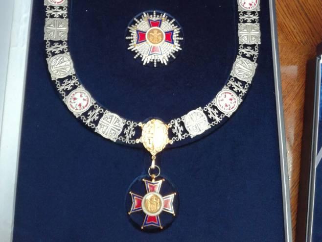 Орден Републике Србије на велкој огрлици (Фото: РТРС)