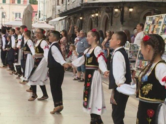 Festival folklora pored Trebišnjice - Foto: RTRS
