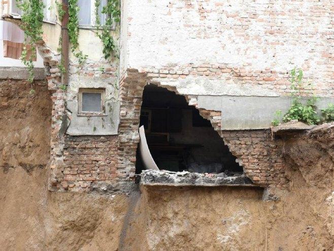 Oštećena zgrada (foto: Zorana Jevtić)
