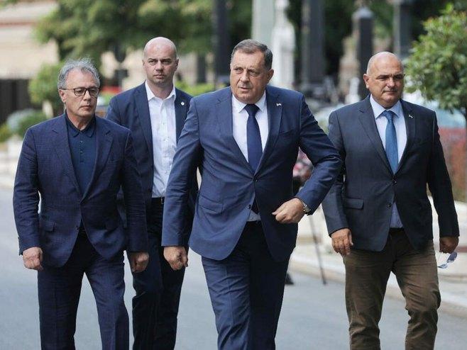 Milorad Dodik na sahrani Lazanskom (Foto: Tanjug/Stefan Stojanović)