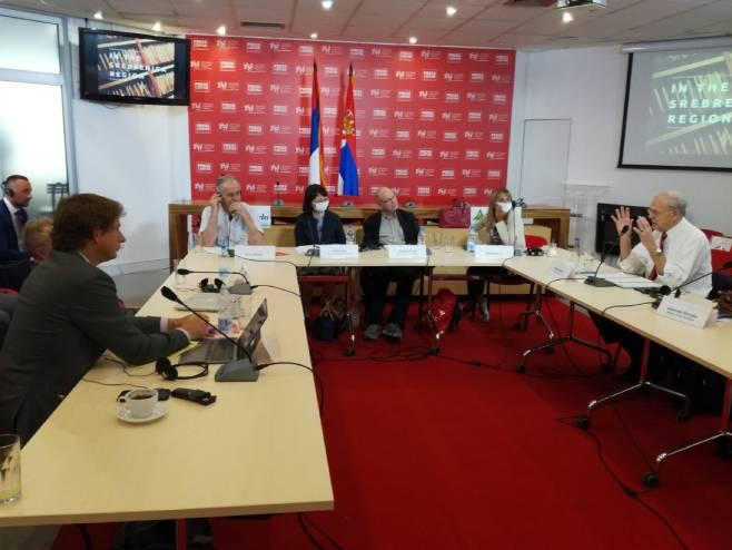 Чланови Комисије за Сребреницу у Београду - Фото: РТРС