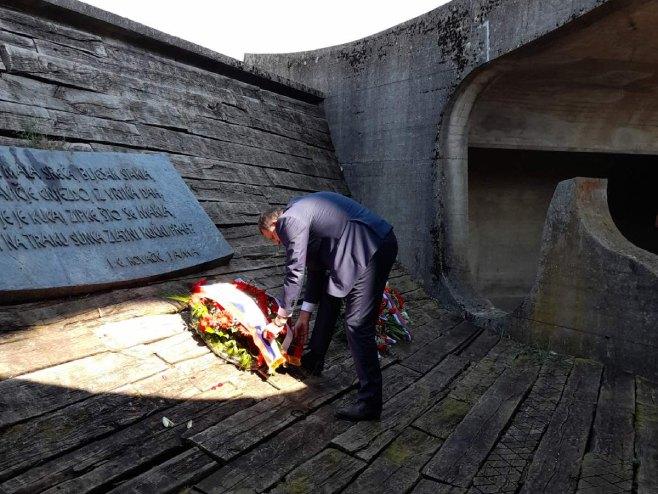 Dodik polaže vijence (Foto: RTRS)