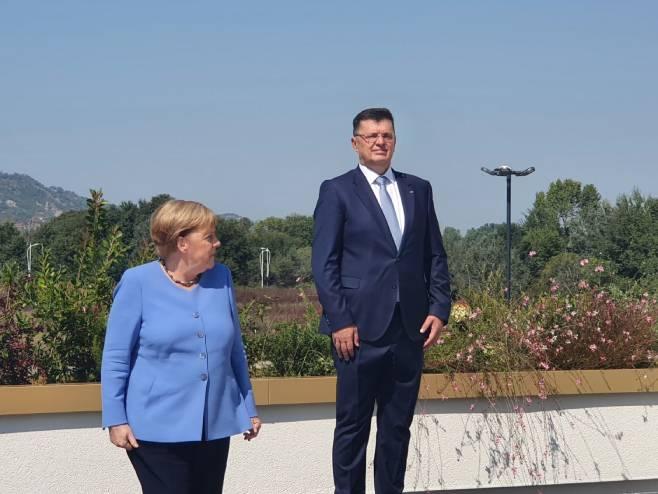 Меркелова и Тегелтија
