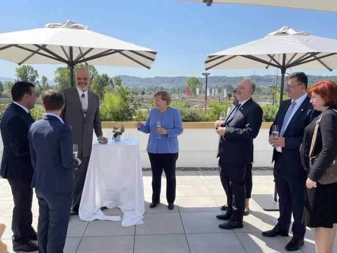 Састанак у Тирани