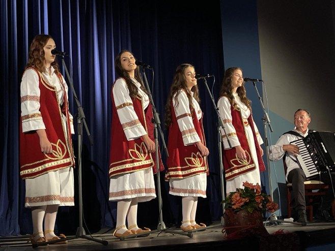 """Promocija spota Etno grupe """"Uspomene"""" (Foto: RTRS)"""