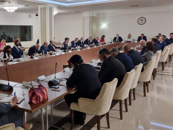 Sastanak zvaničnika Republike Srpske sa ambasadorima evropskih zemalja (Foto: RTRS)
